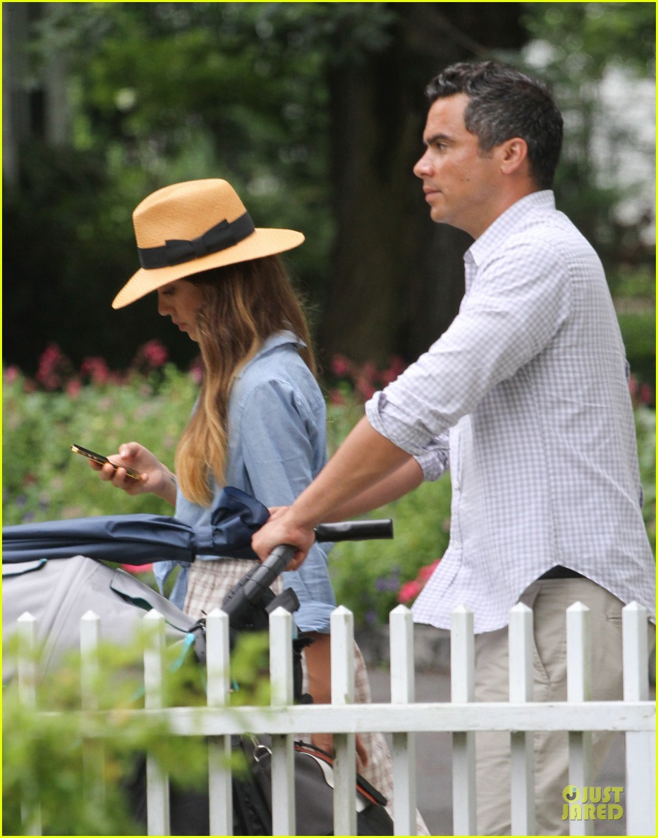 jessica alba cash warren east hampton stroll with haven 02