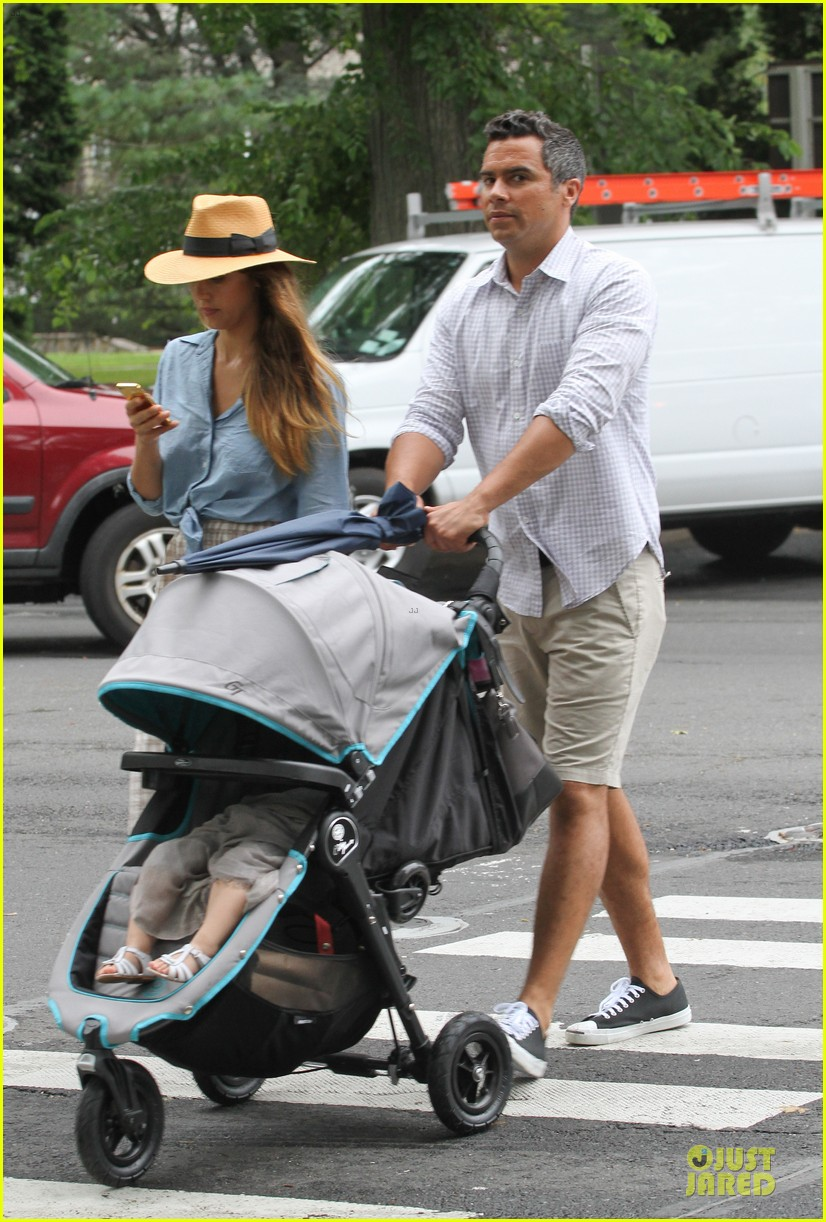 jessica alba cash warren east hampton stroll with haven 092927370
