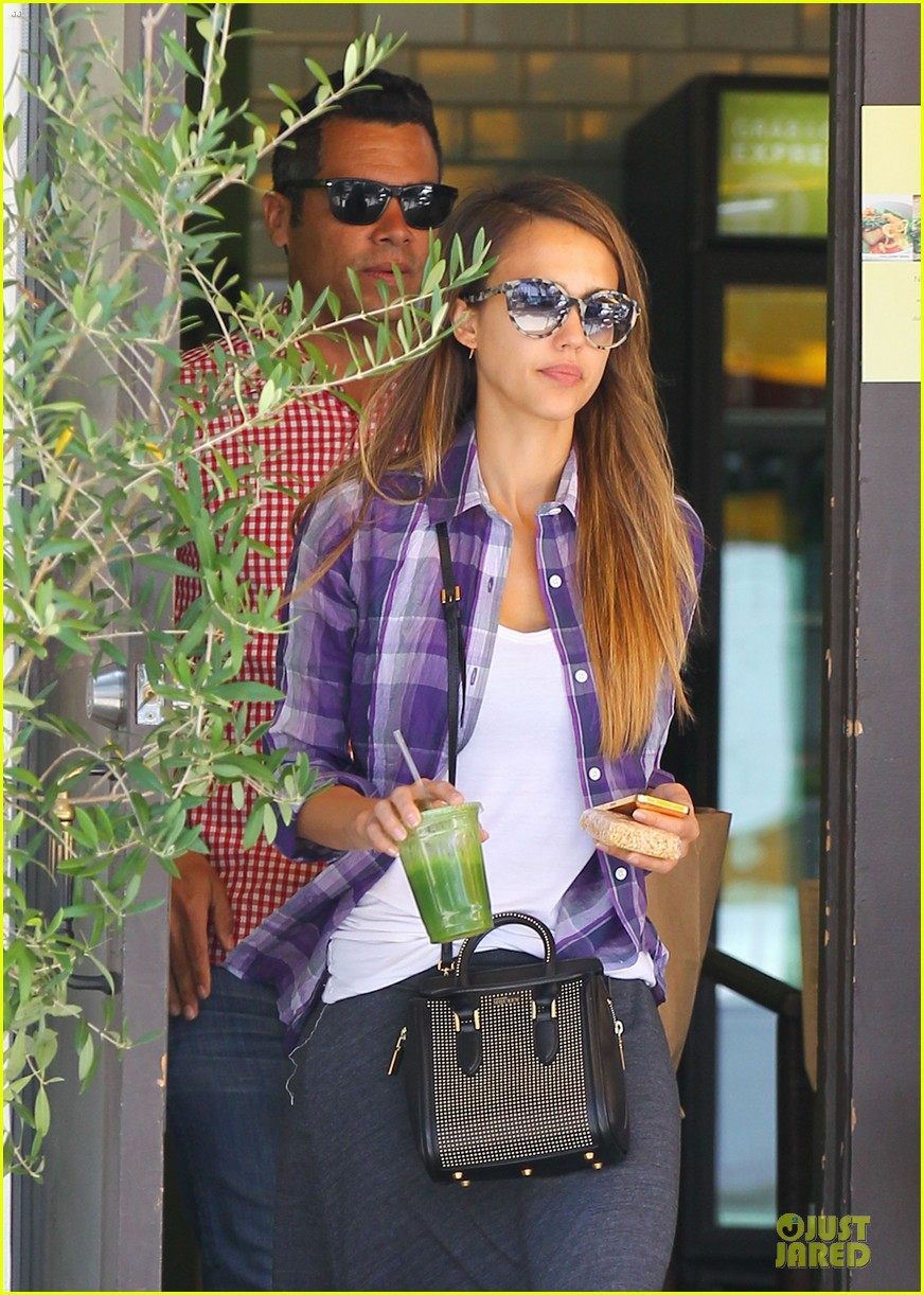 jessica alba cash warren kissing before lunch 102922488