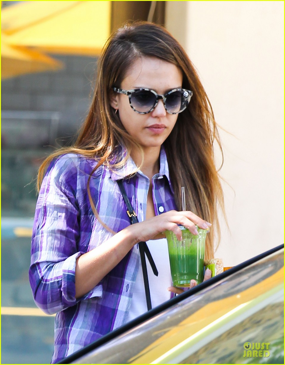 jessica alba cash warren kissing before lunch 122922490