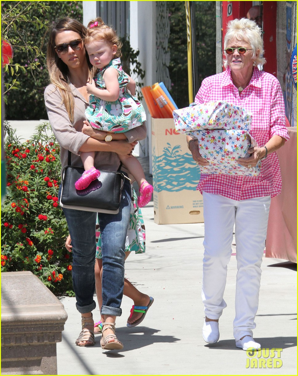 jessica alba honor haven wear matching outfits 202923188