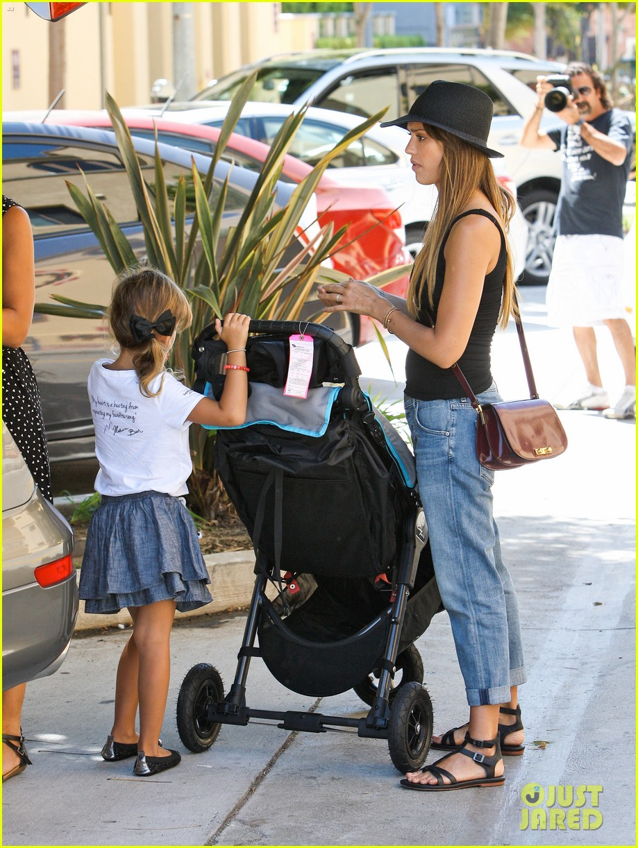 jessica alba stops by target with honor haven 282937424