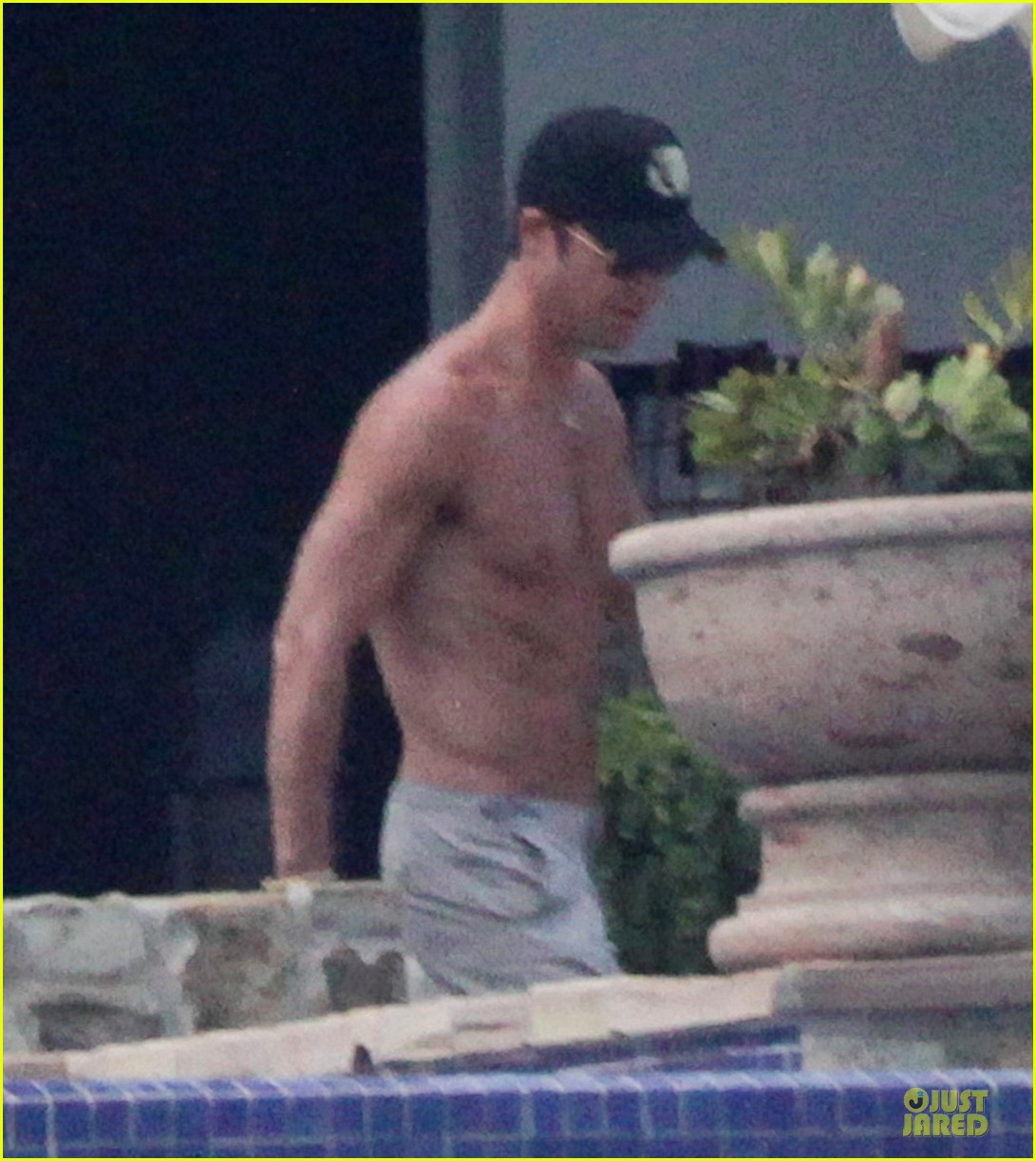 bikini clad jennifer aniston los cabos with shirtless justin theroux 052934526
