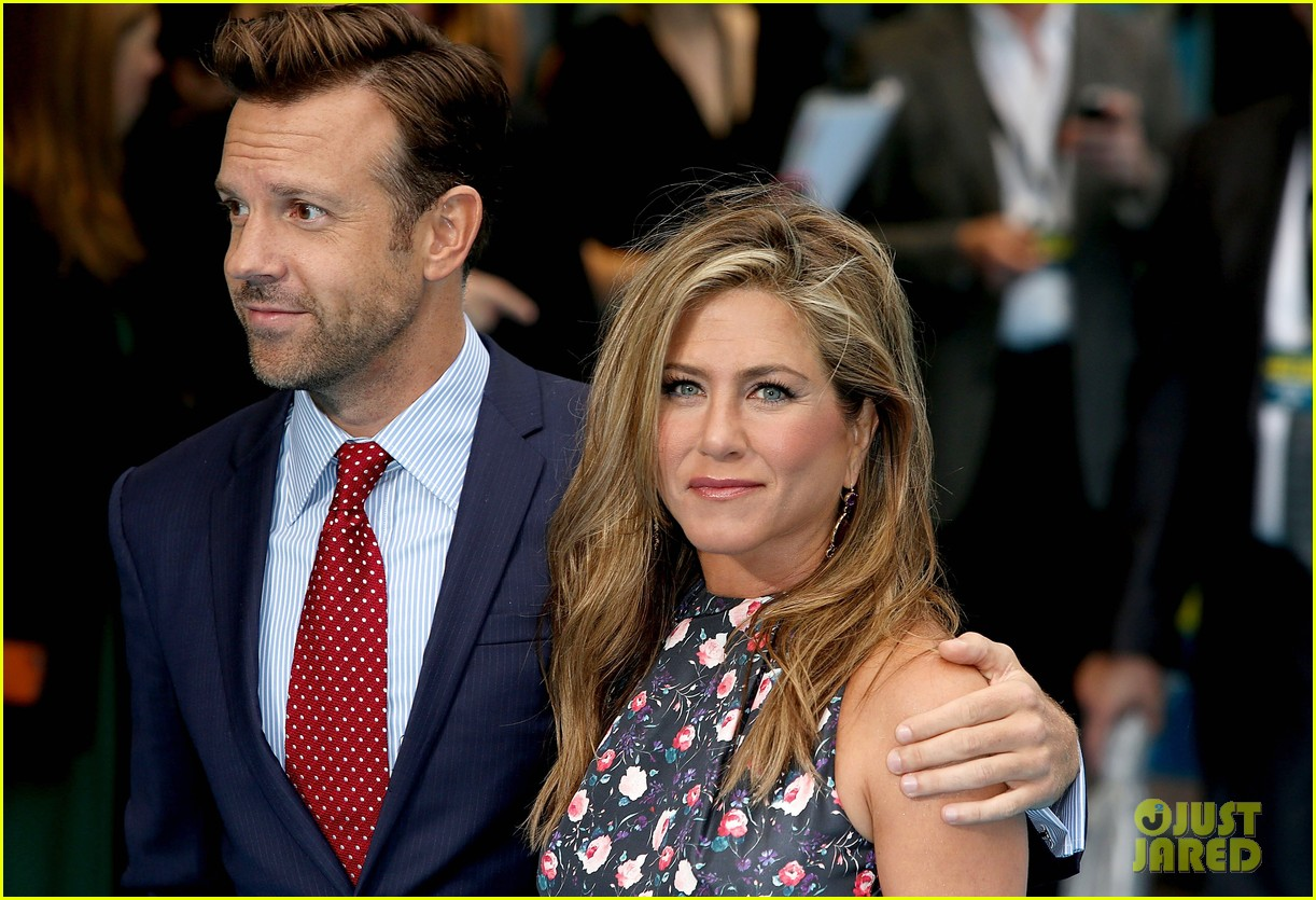 jennifer aniston were the millers european premiere with jason sudeikis 142930164