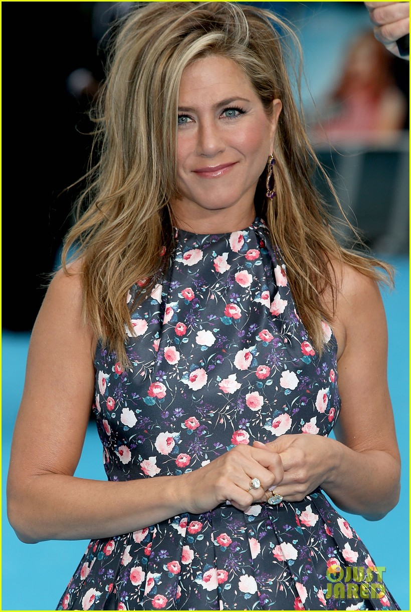 jennifer aniston were the millers european premiere with jason sudeikis 182930168