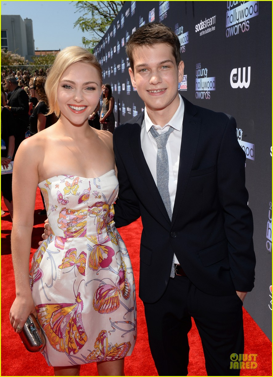annasophia robb christa b allen young hollywood awards 2013 red carpet 022921758