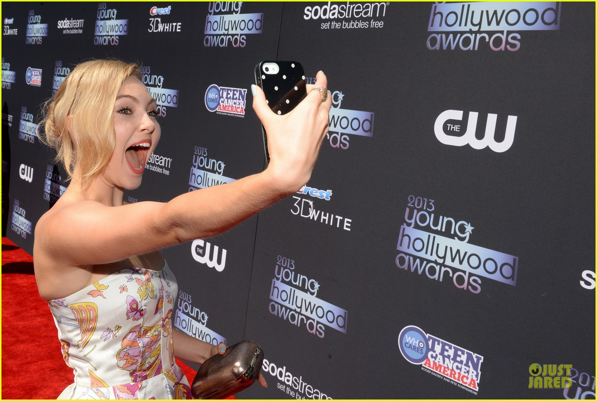 annasophia robb christa b allen young hollywood awards 2013 red carpet 09