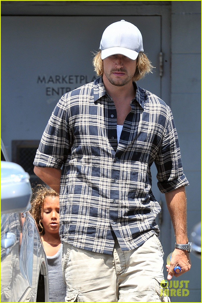 gabriel aubry joans on third lunch with nahla 01