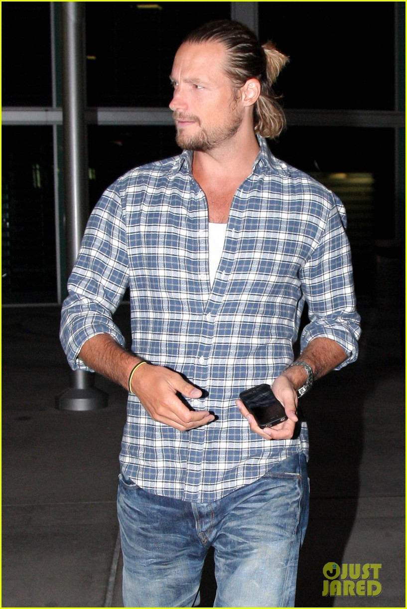 gabriel aubry catches evening movie at arclight 042922366