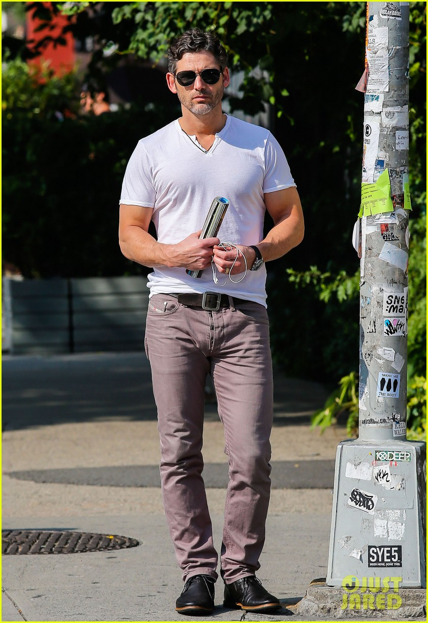 eric bana strolls the west village new closed circuit clip 062932369
