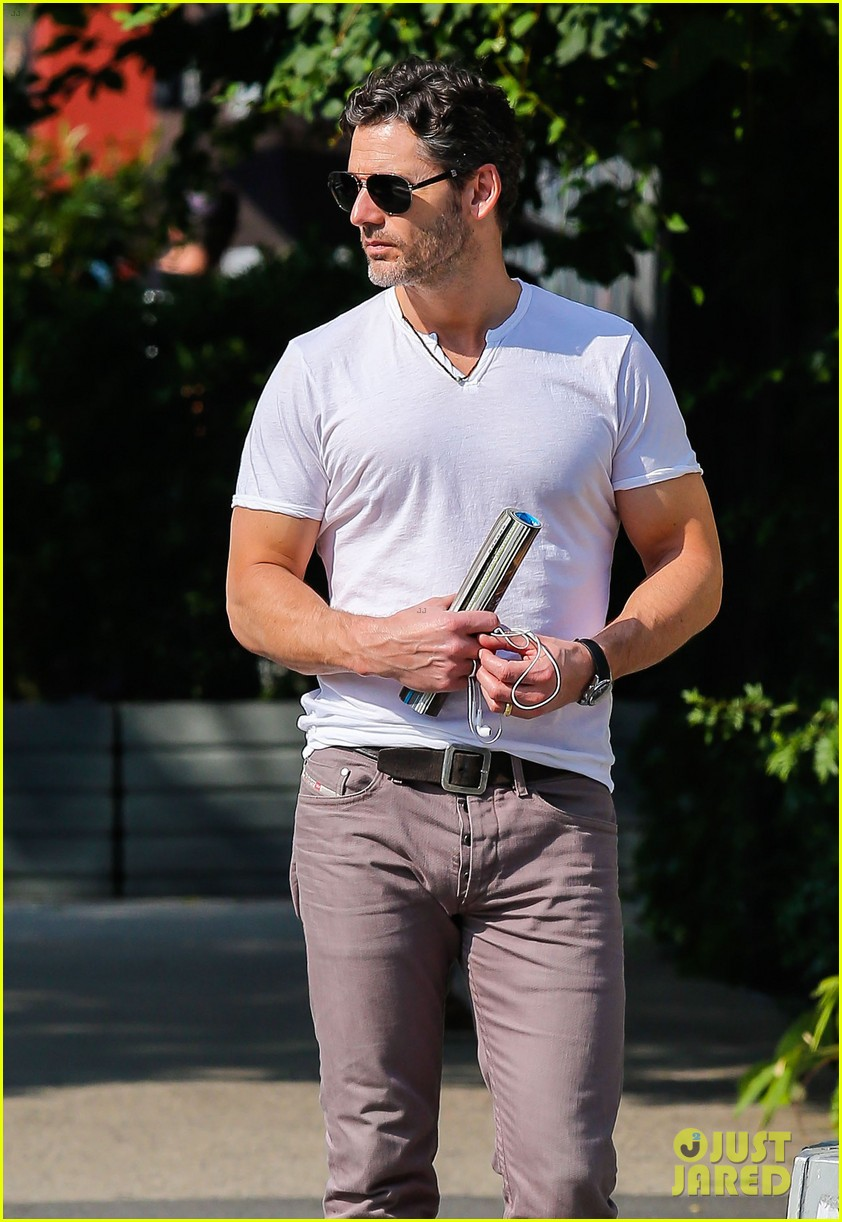 eric bana strolls the west village new closed circuit clip 072932370