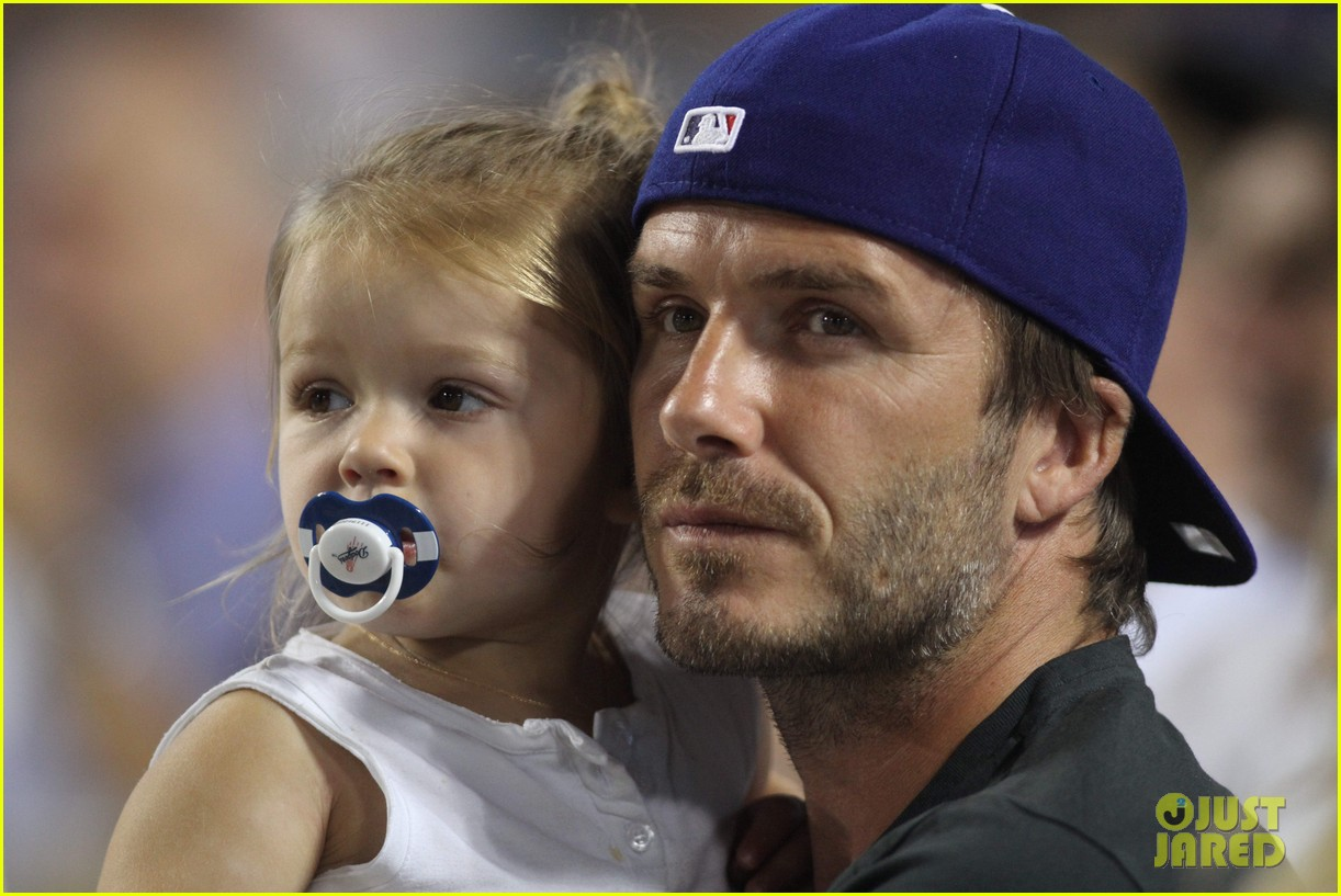 david beckham harper daddy daughter baseball game 05