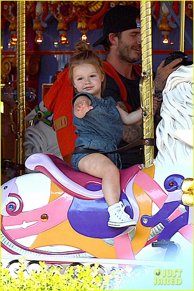 david victoria beckham disneyland family trip 022935783
