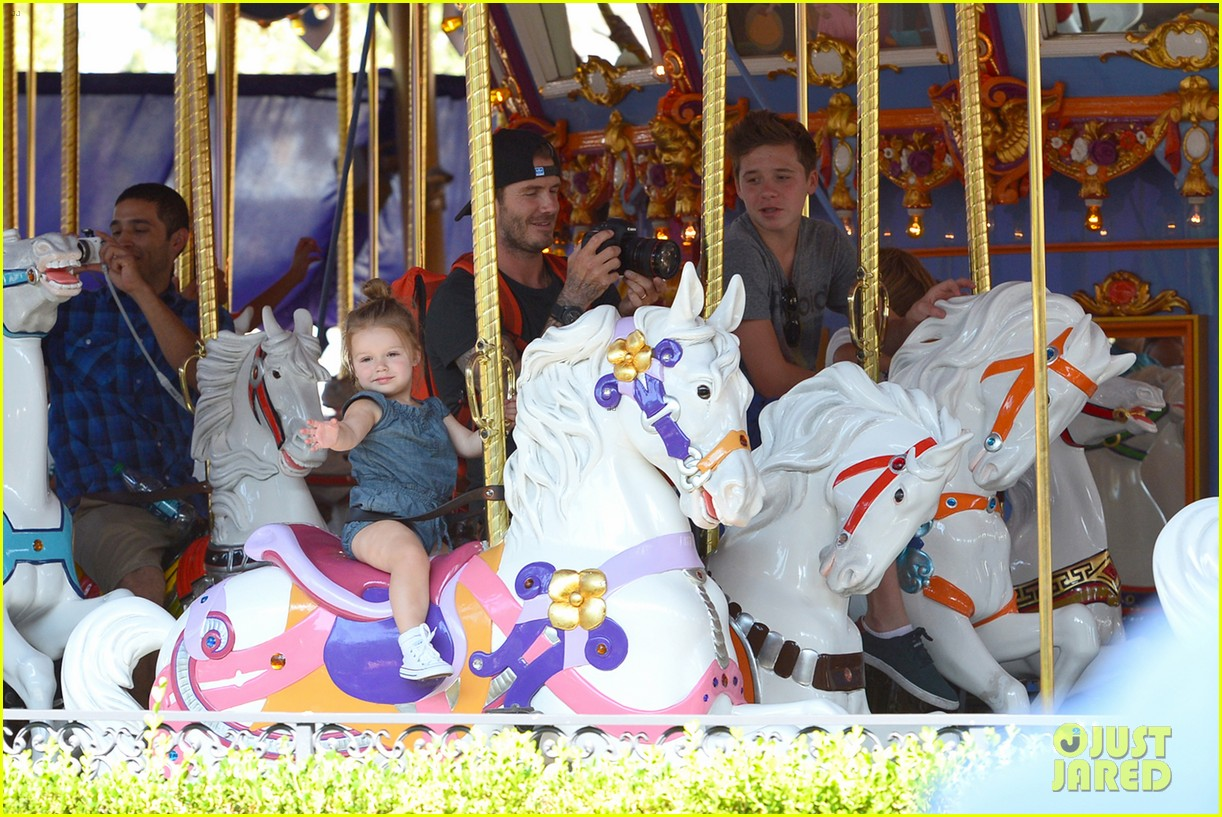david victoria beckham disneyland family trip 032935784