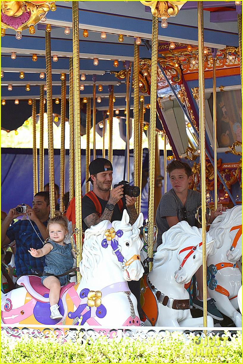 david victoria beckham disneyland family trip 072935788