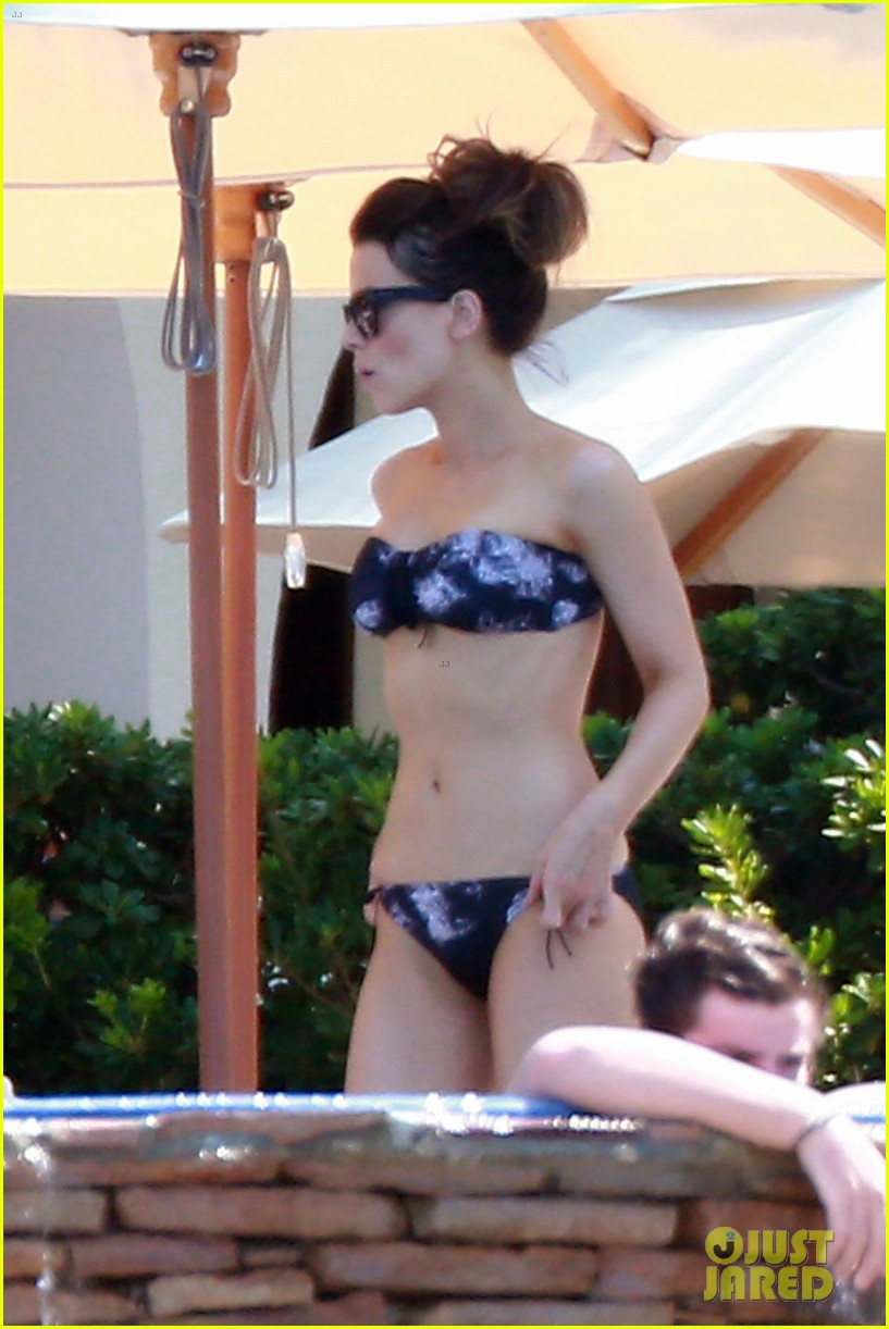 kate beckinsale bares bangin bikini body in cabo 012935234