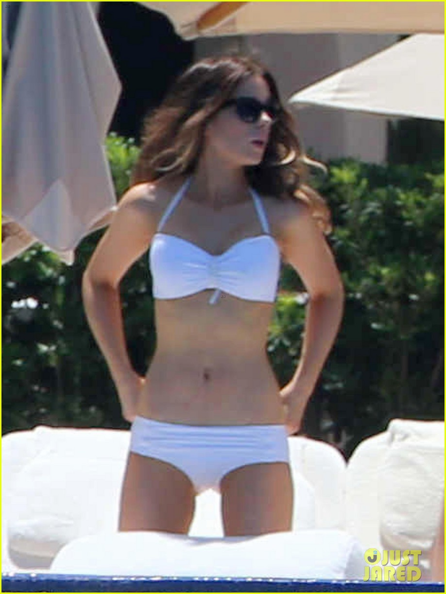 kate beckinsale white hot bikini babe with hubby len wiseman 032935669