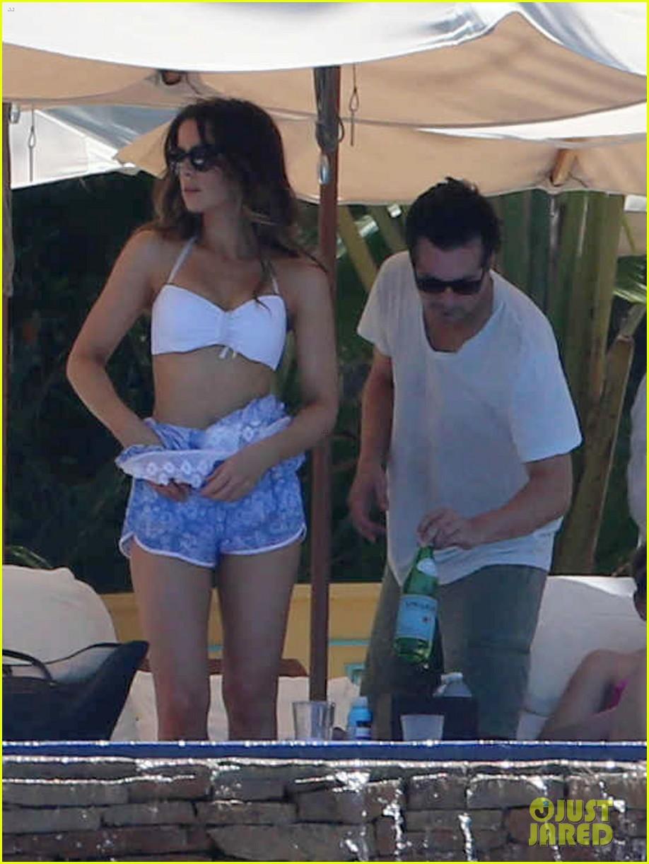 kate beckinsale white hot bikini babe with hubby len wiseman 072935673