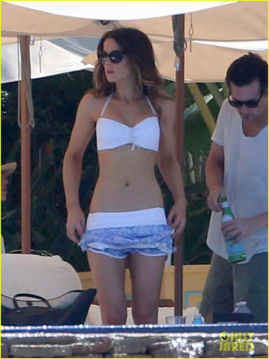 kate beckinsale white hot bikini babe with hubby len wiseman 082935674