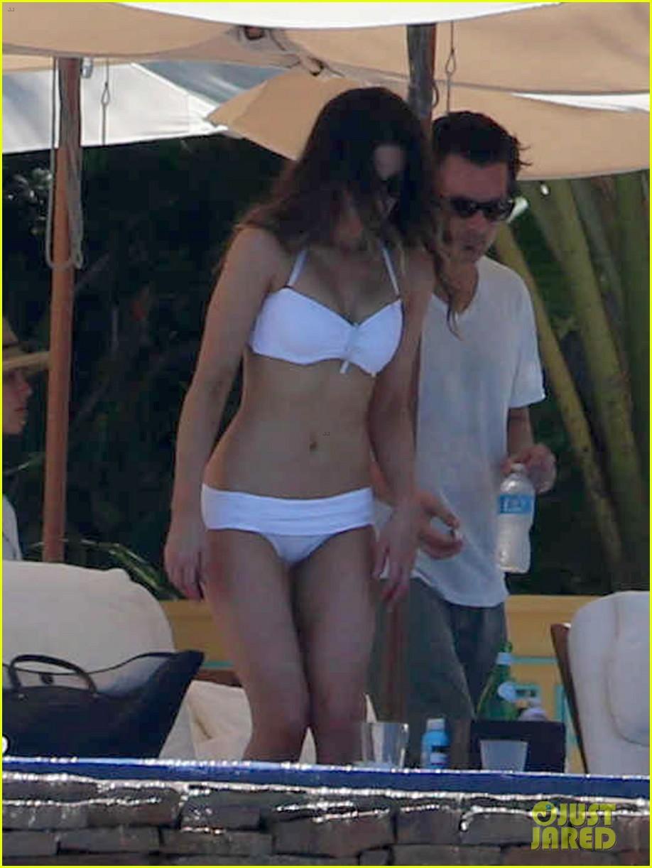 kate beckinsale white hot bikini babe with hubby len wiseman 10