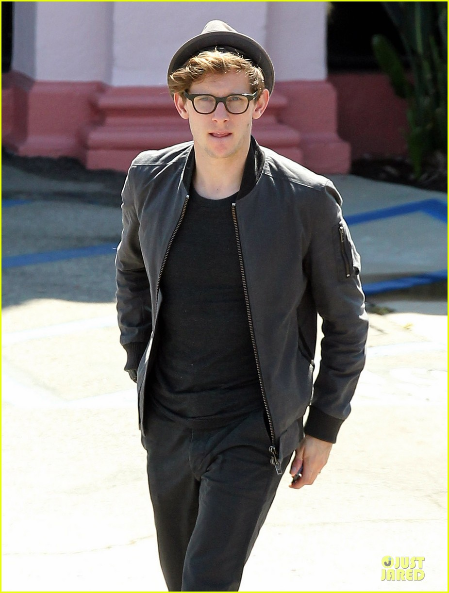 jamie bell pacific palisades lunch with pal 04