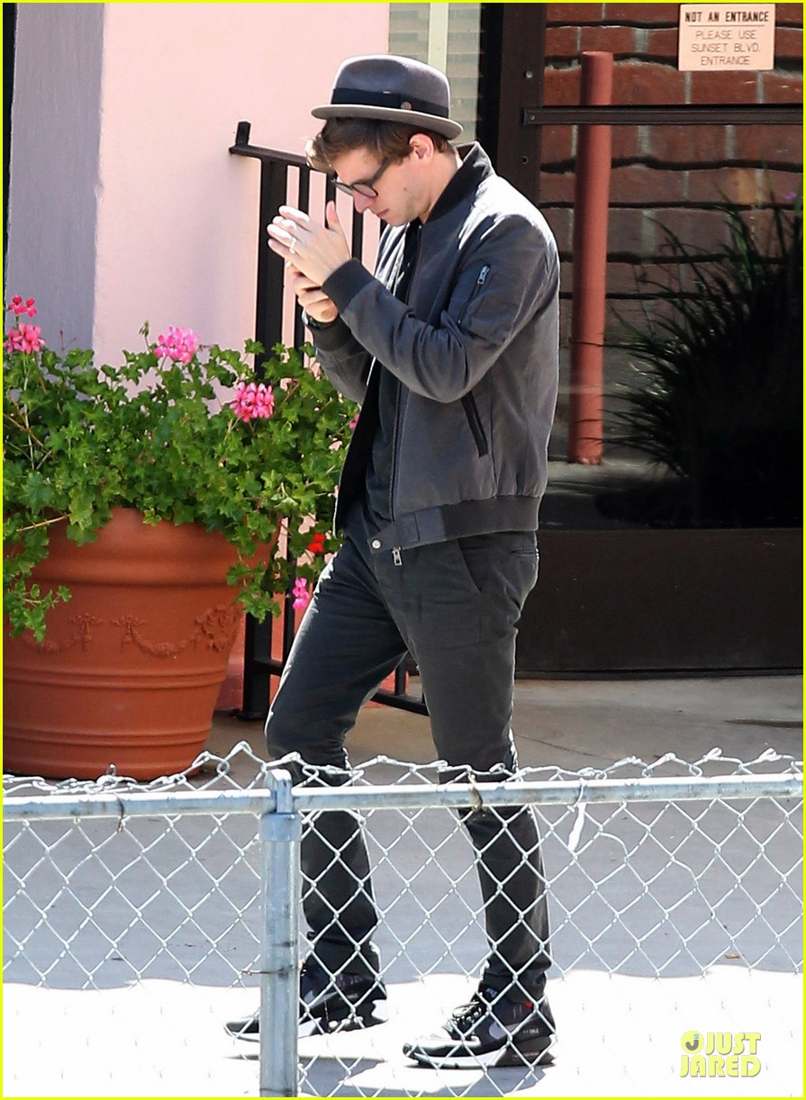 jamie bell pacific palisades lunch with pal 06