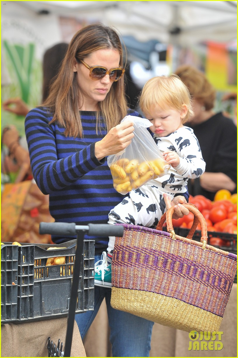ben affleck jennifer garner farmers market morning with violet samuel 152923456
