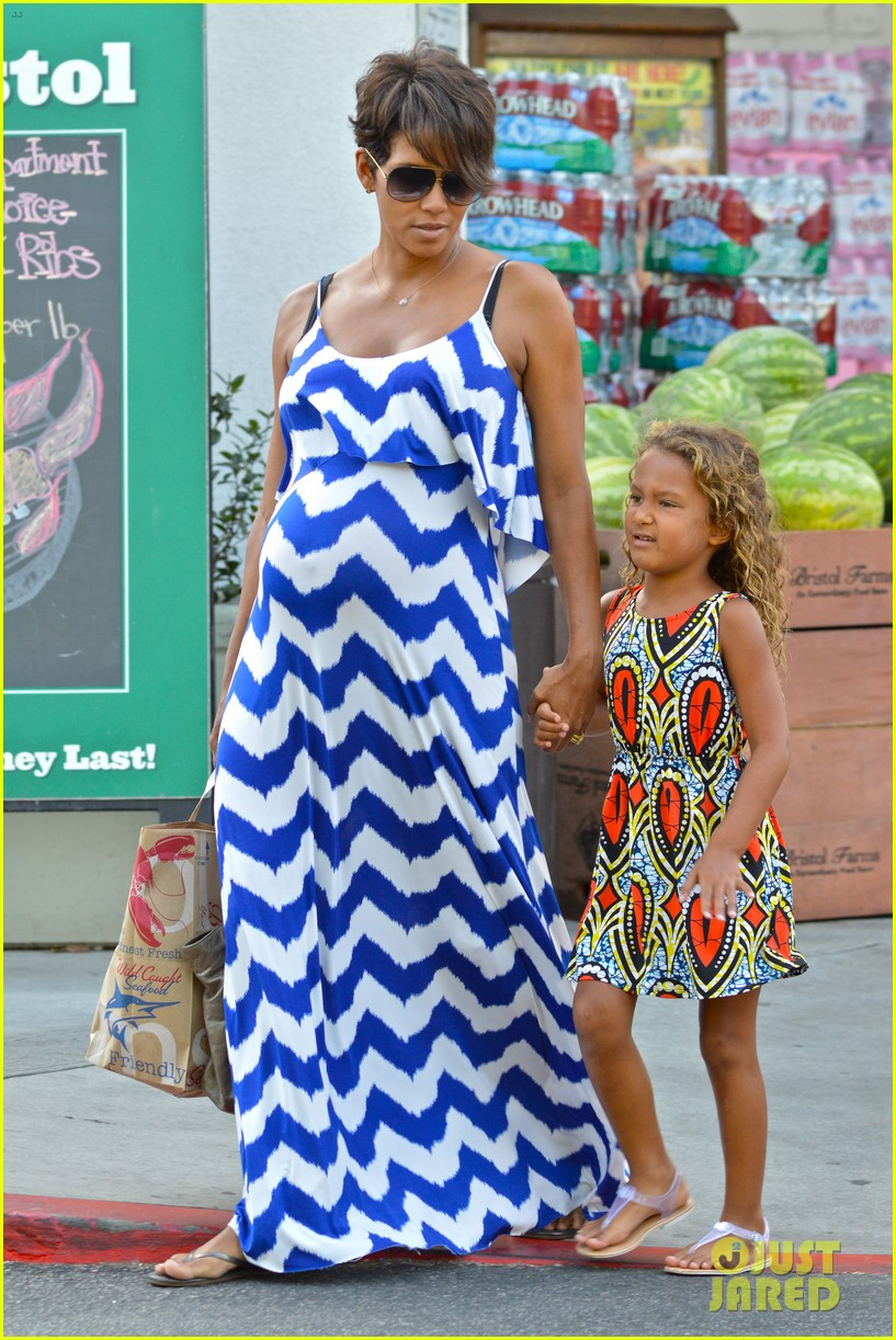 halle berry shows off large baby bump at bristol farms 092940366