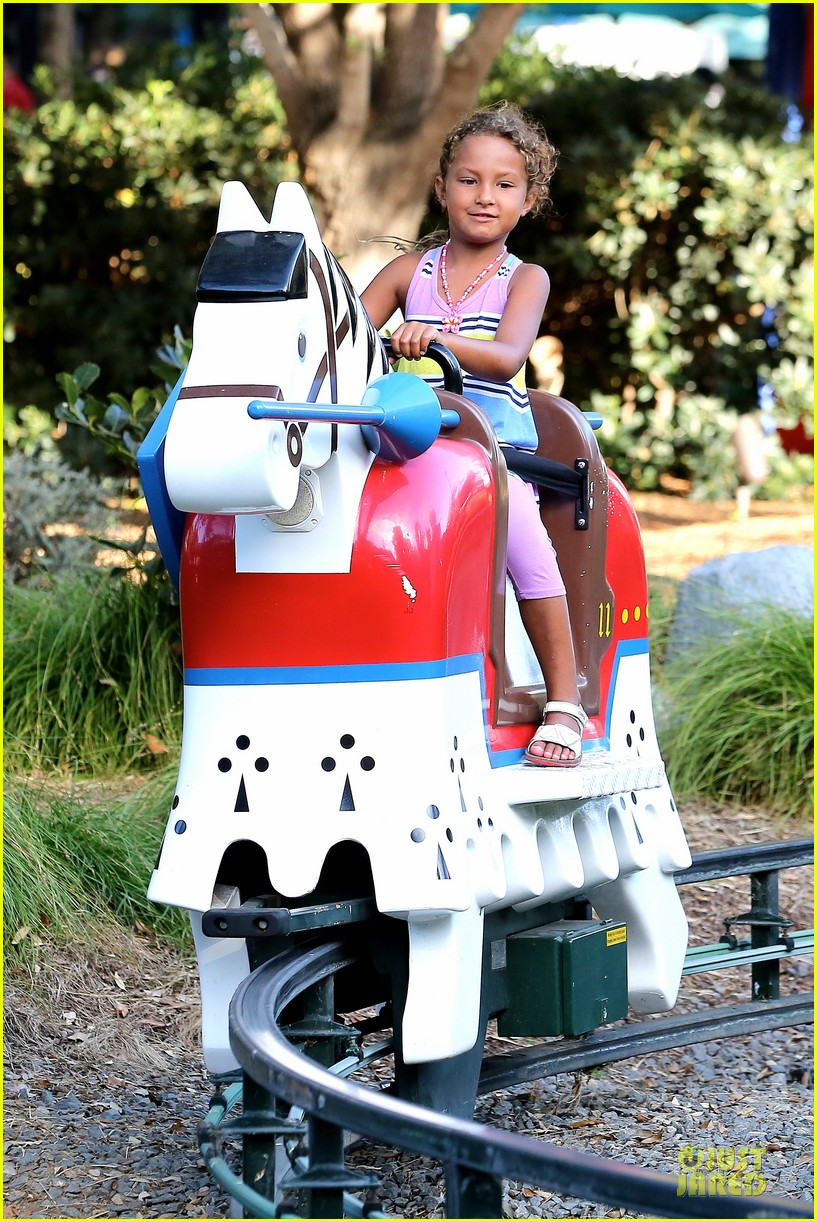halle berry olivier martinez legoland with nahla 052934129