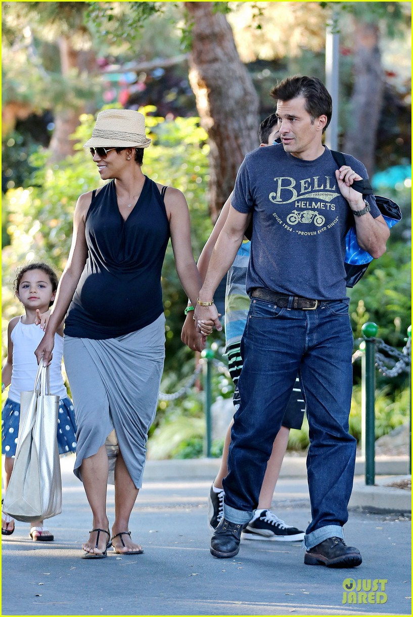halle berry olivier martinez legoland with nahla 442934168