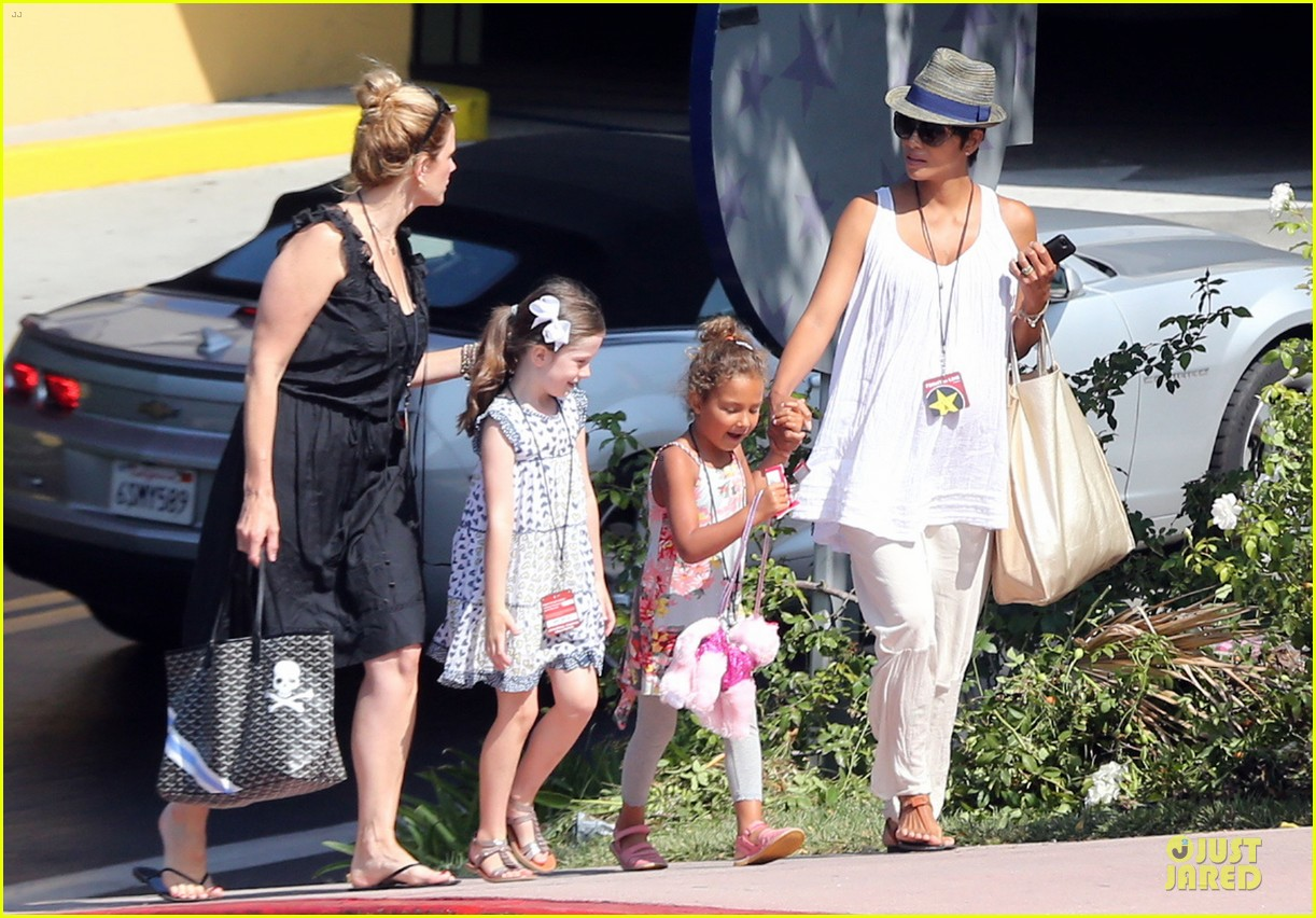 halle berry nahla universal studios hollywood fun 10