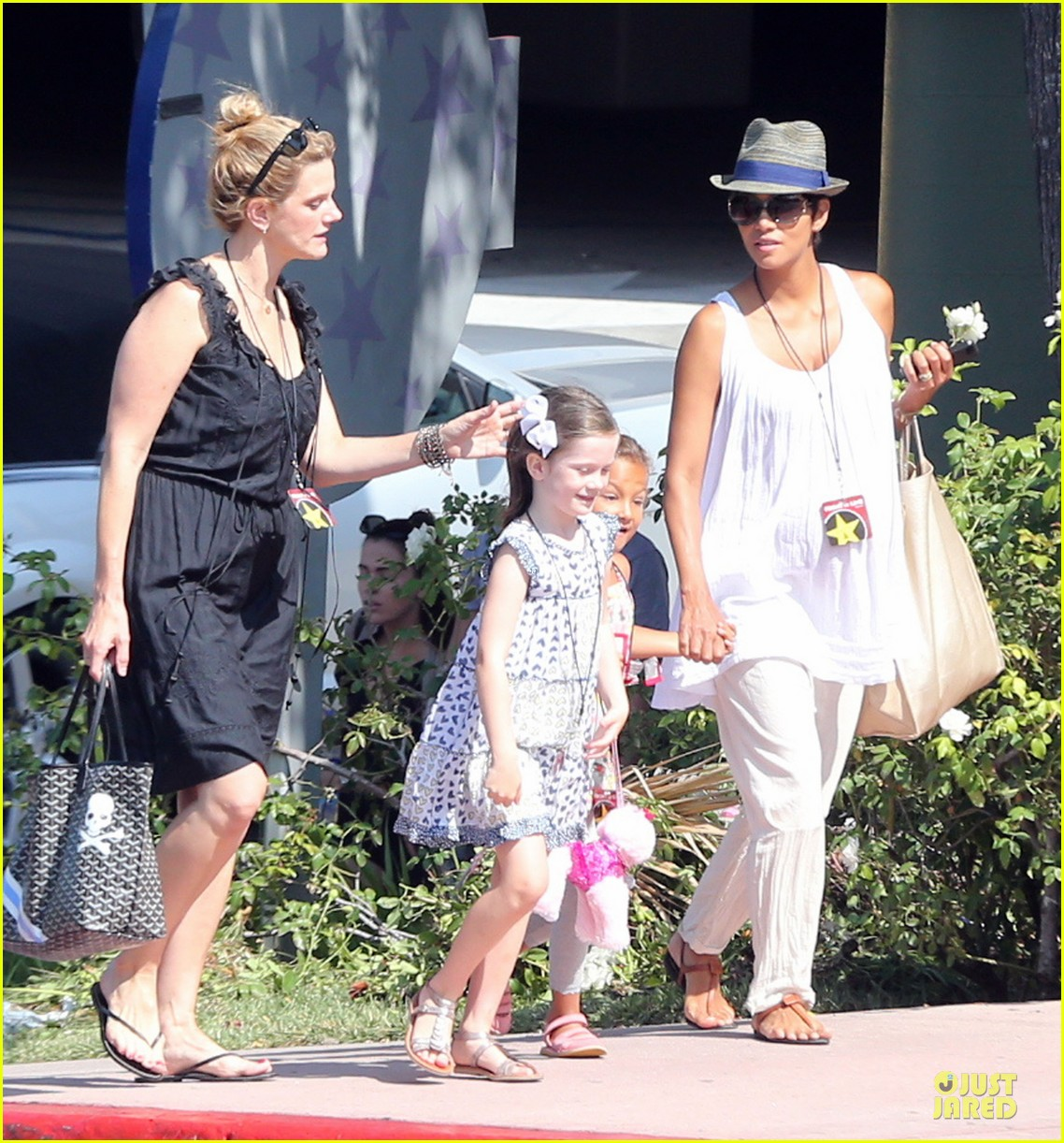 halle berry nahla universal studios hollywood fun 132925035