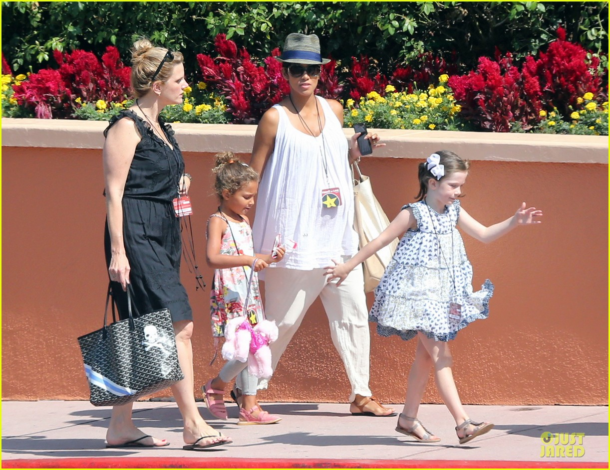 halle berry nahla universal studios hollywood fun 152925037