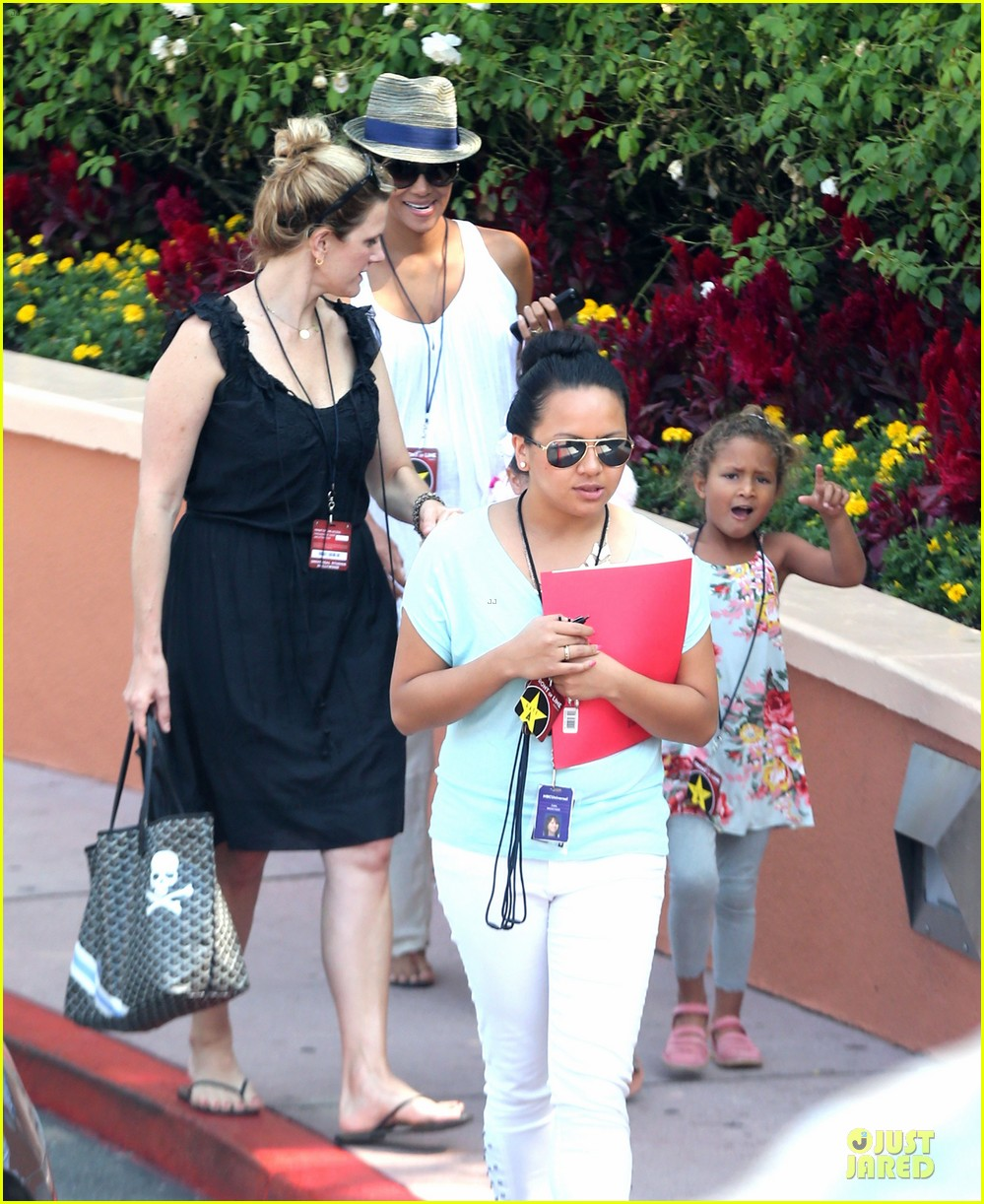 halle berry nahla universal studios hollywood fun 20