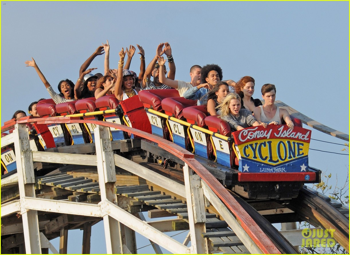 beyonce coney island cyclone rider for music video shoot 05