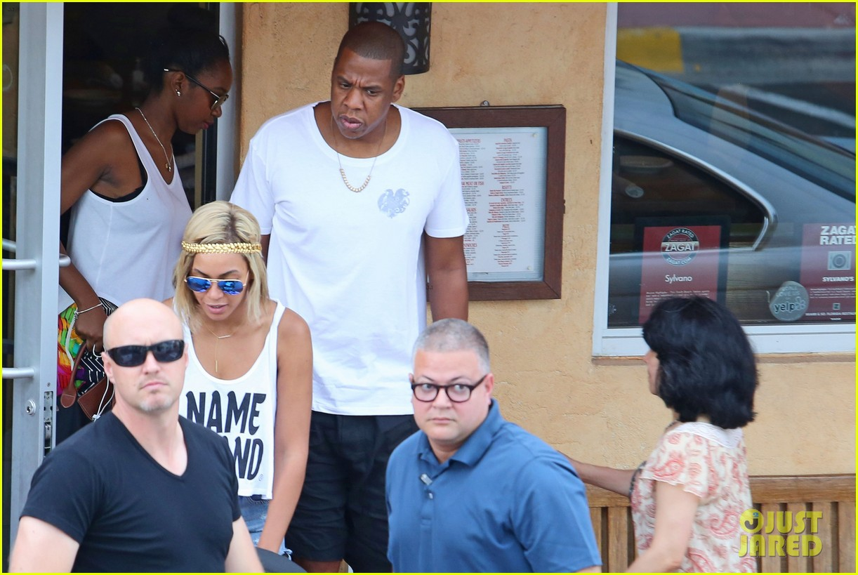 beyonce flaunts new haircut at lunch with jay z blue ivy 032930946