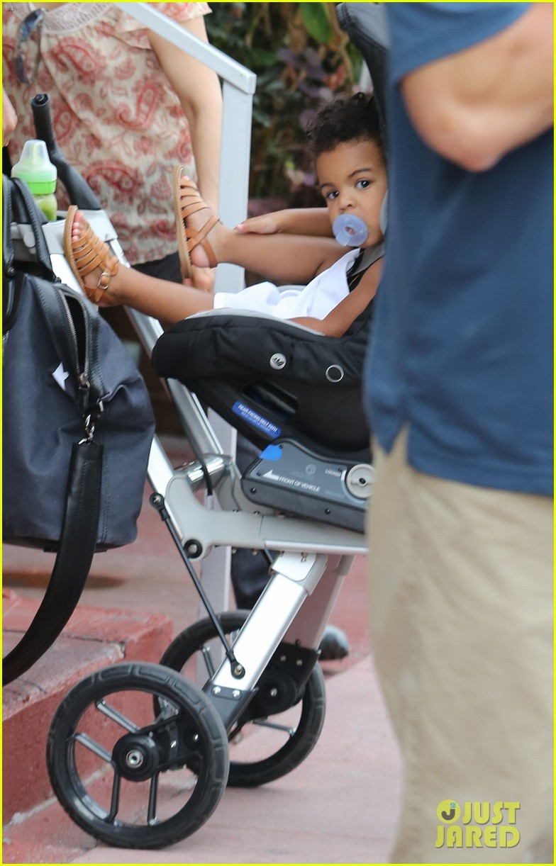 beyonce flaunts new haircut at lunch with jay z blue ivy 042930947