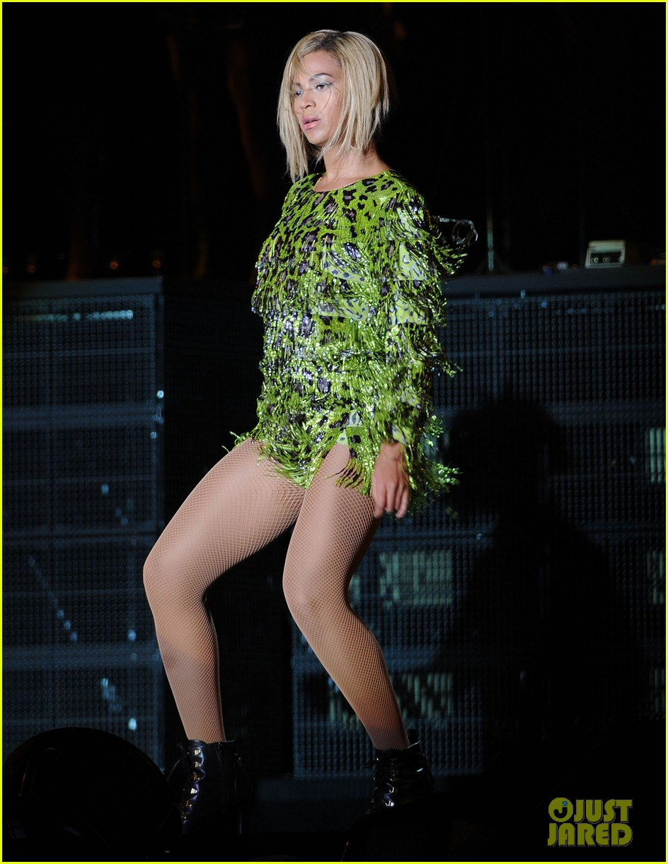 beyonce rocks short bob haircut at v festival 012932171