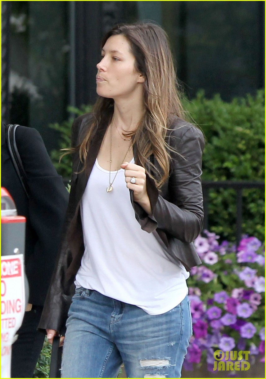 jessica biel supports justin timberlake in boston 022927779