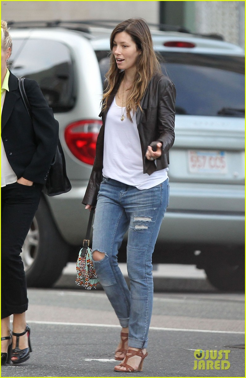 jessica biel supports justin timberlake in boston 072927784