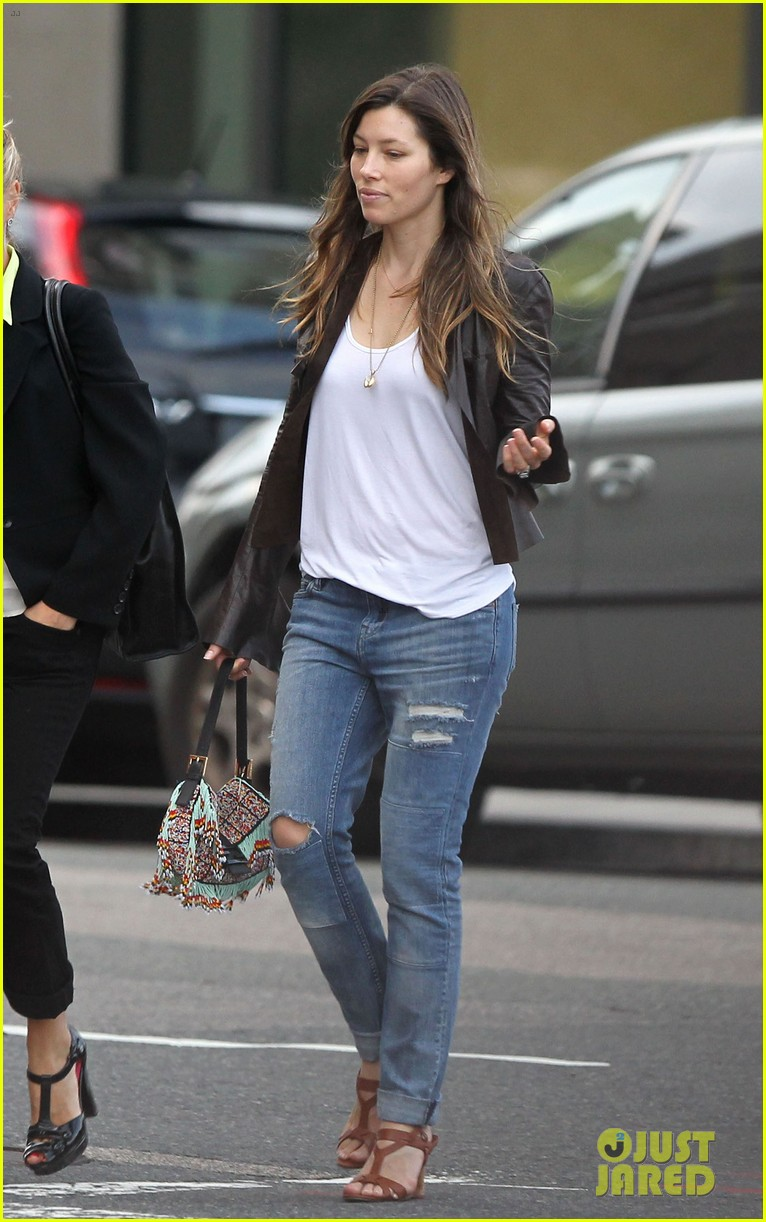 jessica biel supports justin timberlake in boston 092927786