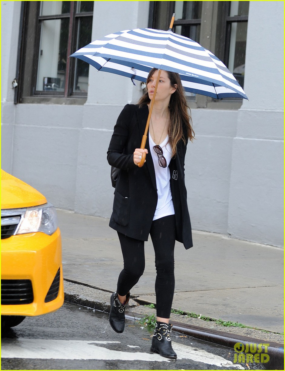 jessica biel rainy day in nyc 022939975