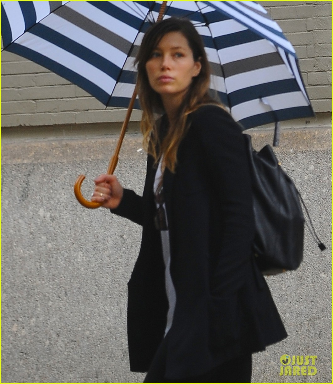 jessica biel rainy day in nyc 092939982