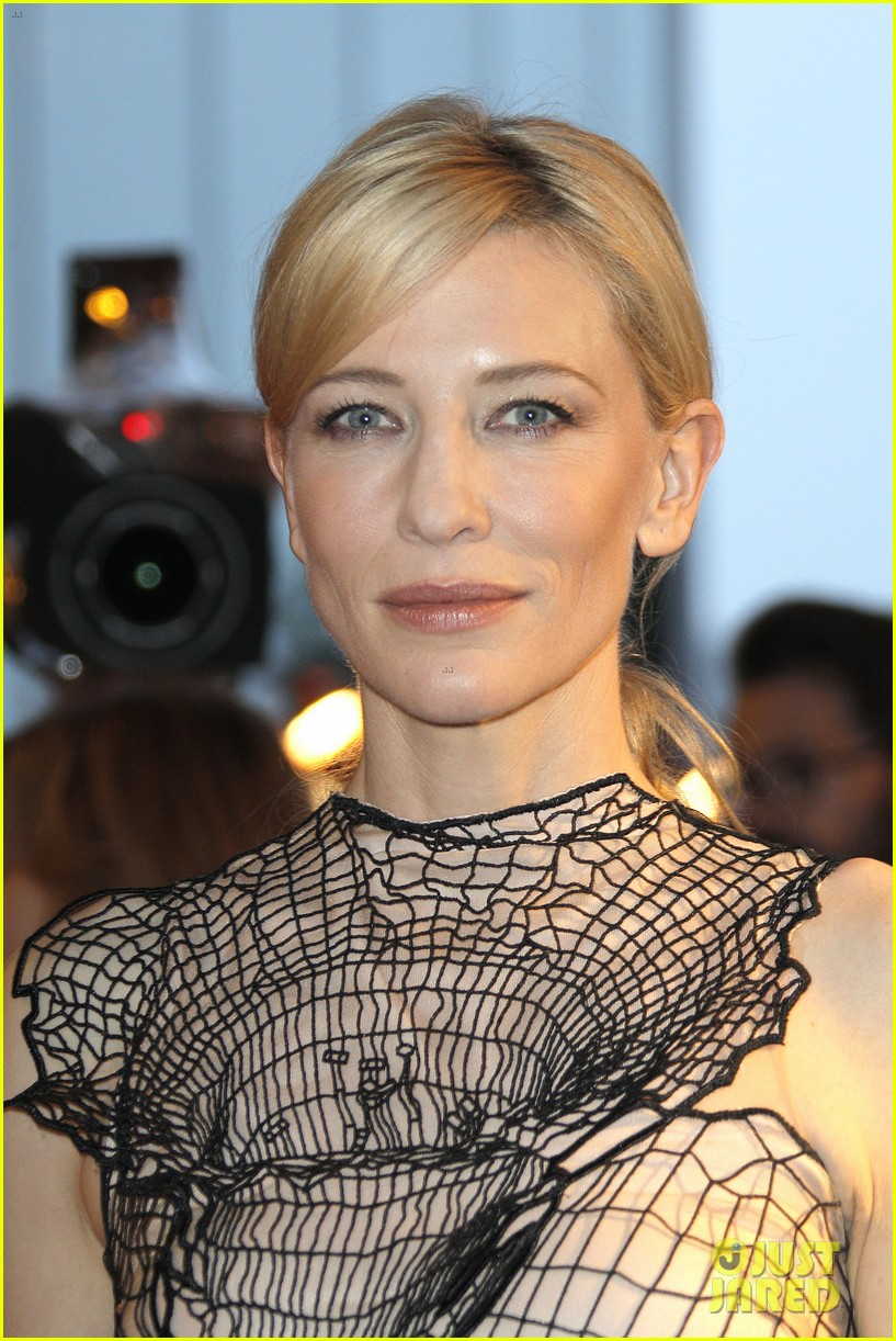 cate blanchett blue jasmine paris premiere with woody allen 12