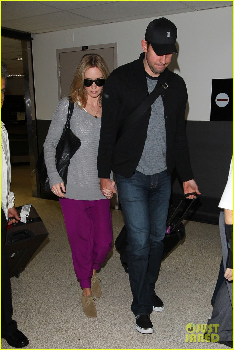 emily blunt john krasinski hold hands for lax landing 02