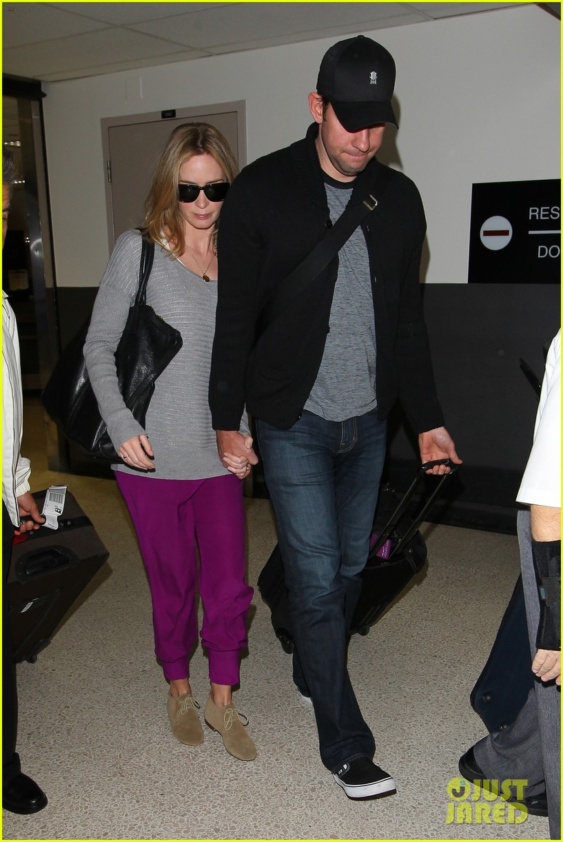 emily blunt john krasinski hold hands for lax landing 06