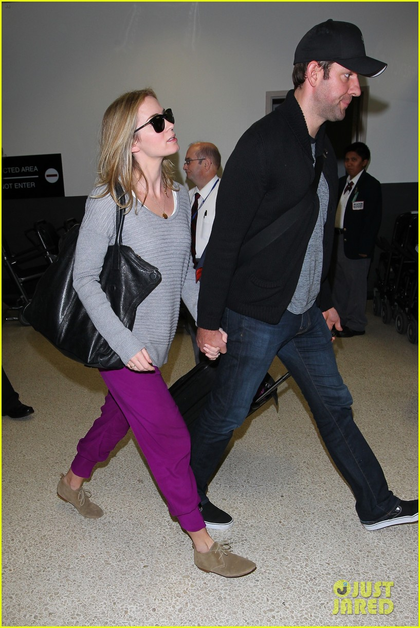 emily blunt john krasinski hold hands for lax landing 112940471