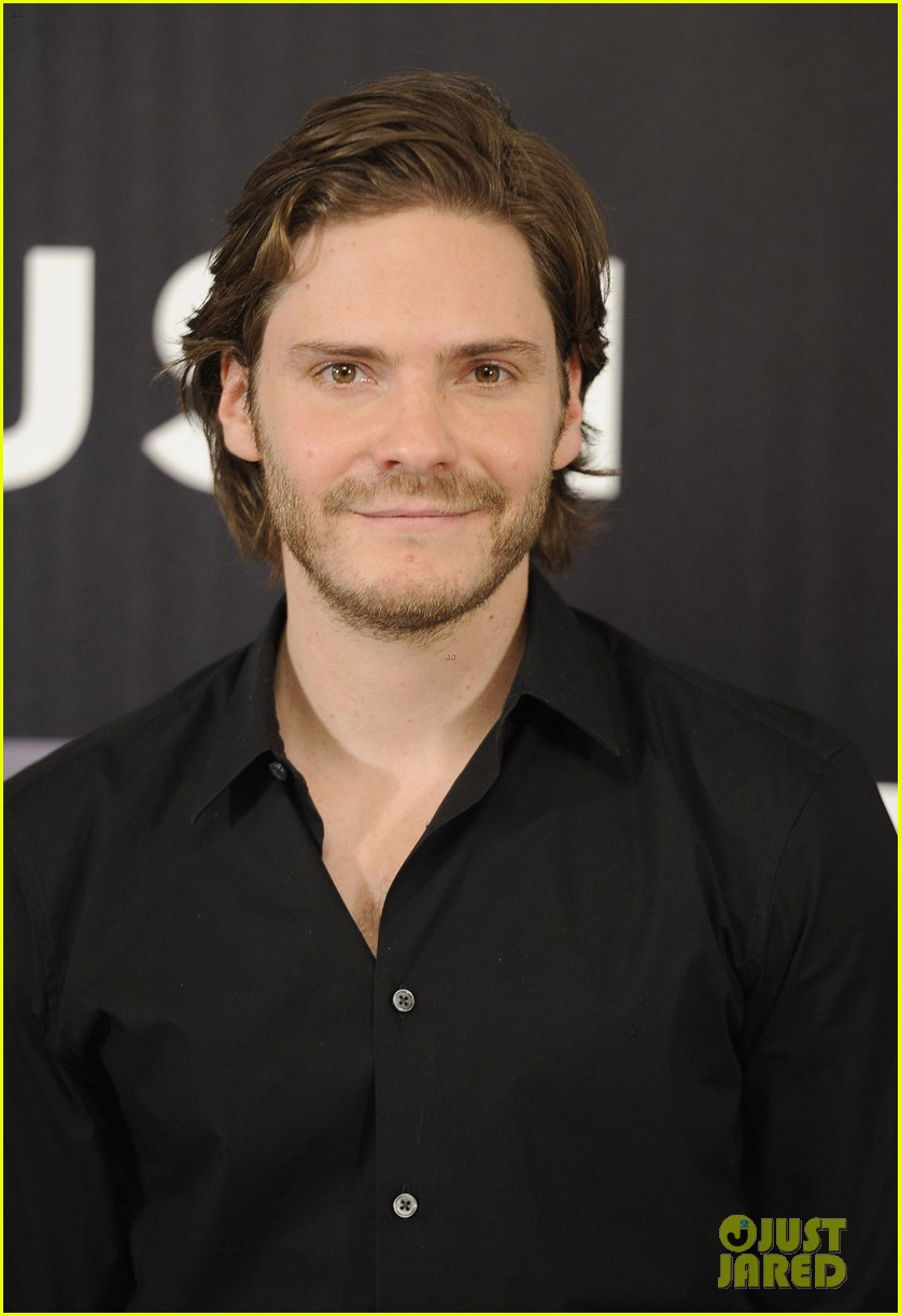 daniel bruhl rush madrid photo call with ron howard 022933492