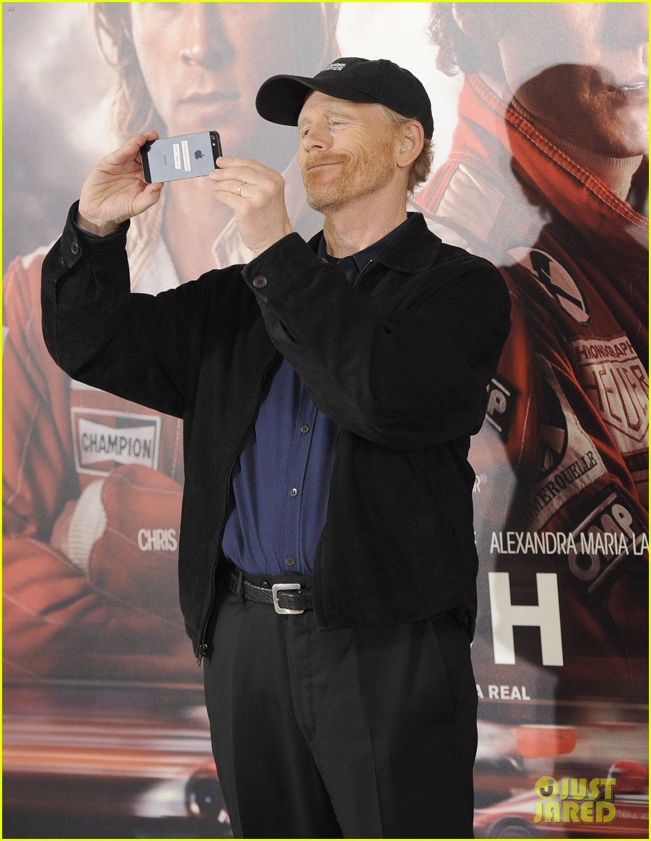 daniel bruhl rush madrid photo call with ron howard 07