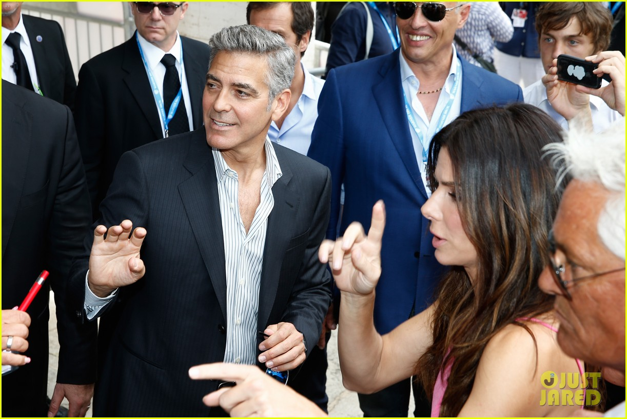 sandra bullock george clooney gravity venice photo call 09